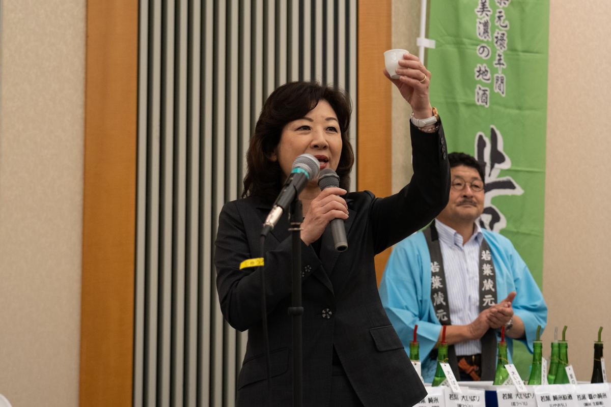 野田聖子衆議院議員の音頭で乾杯